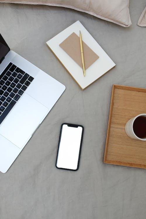 Macbook Pro Sur Tableau Blanc
