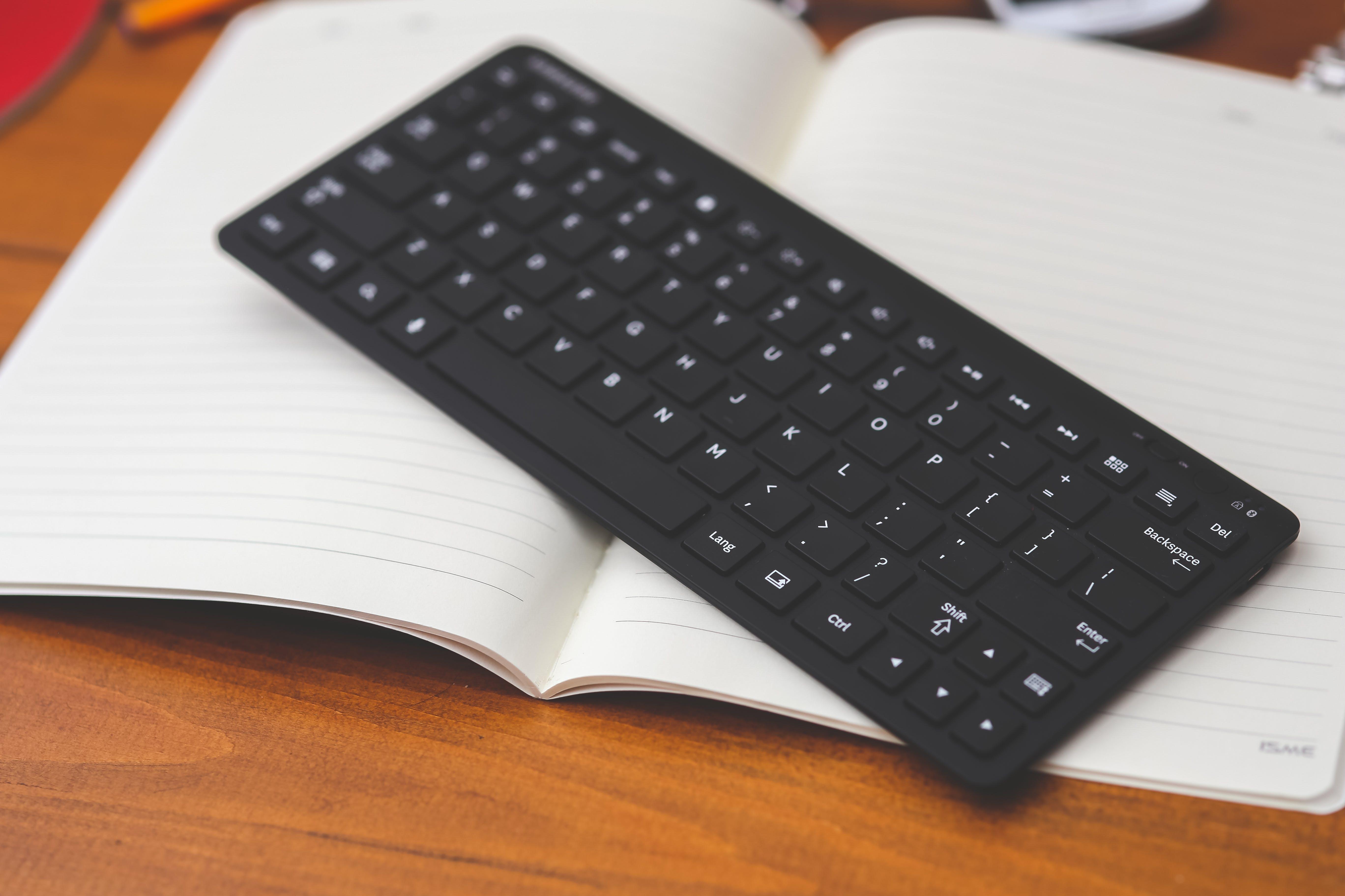 Black desktop wireless keyboard on the note
