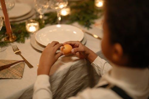 Fotobanka sbezplatnými fotkami na tému citrón, držanie, keramický tanier