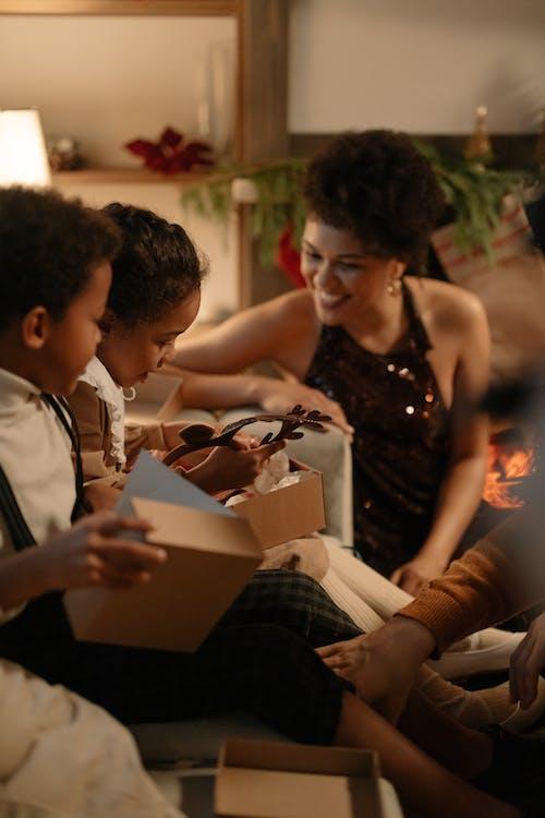 Fotos de stock gratuitas de adornos de navidad, adornos navideños, cajas