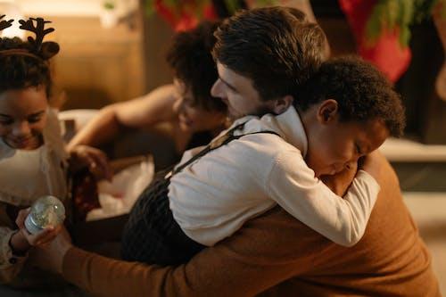 Fotos de stock gratuitas de abrazando, afecto, celebración