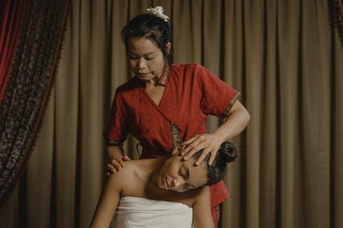 Gratis arkivbilde med asiatisk kvinne, behandling, kroppsmassasje