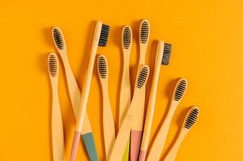 คลังภาพถ่ายฟรี ของ ทำด้วยไม้, พื้นหลังสีเหลือง, เป็นมิตรกับสิ่งแวดล้อม