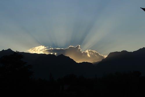 Kostenloses Stock Foto zu goldene wolken, sonnenuntergang