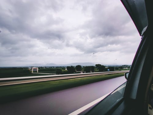 アスファルト, ドライブ, トラックの無料の写真素材