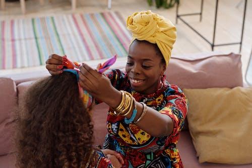 Photo Of Mother Fixes Her Daughter's Headband