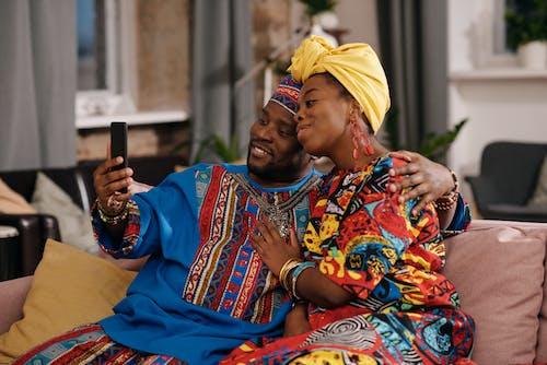 Foto Van Mensen Die Videogesprek Voeren Via Smartphone