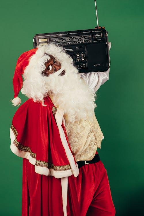 Weihnachtsmann Mit Klassischem Radio