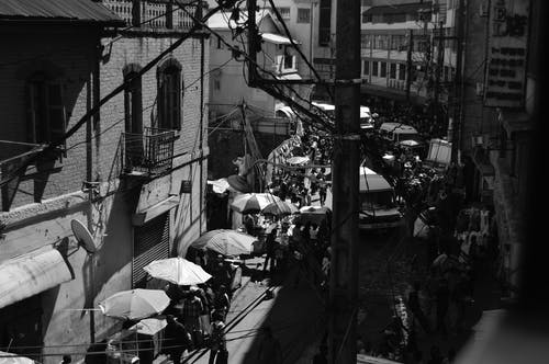 Foto d'estoc gratuïta de blanc i negre, gent, mercat