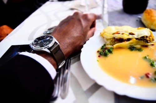 Kostenloses Stock Foto zu anzug, essen, handgelenk, hochzeit