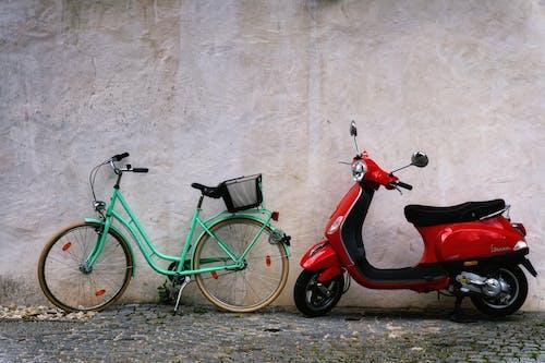 Photos gratuites de bicyclette, garé, scooter
