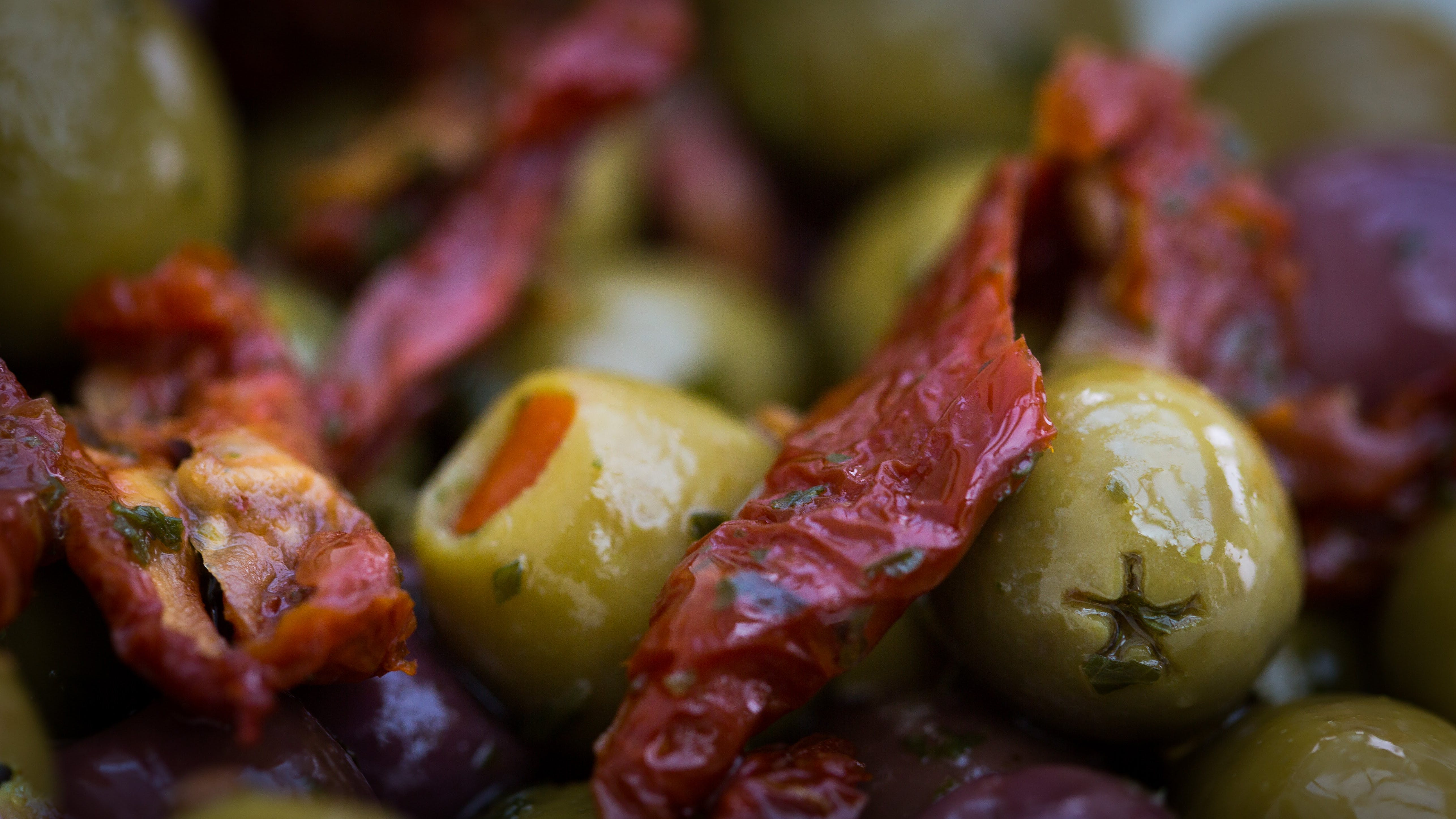Foto d'estoc gratuïta de casolà, desenfocament, olives, pebre