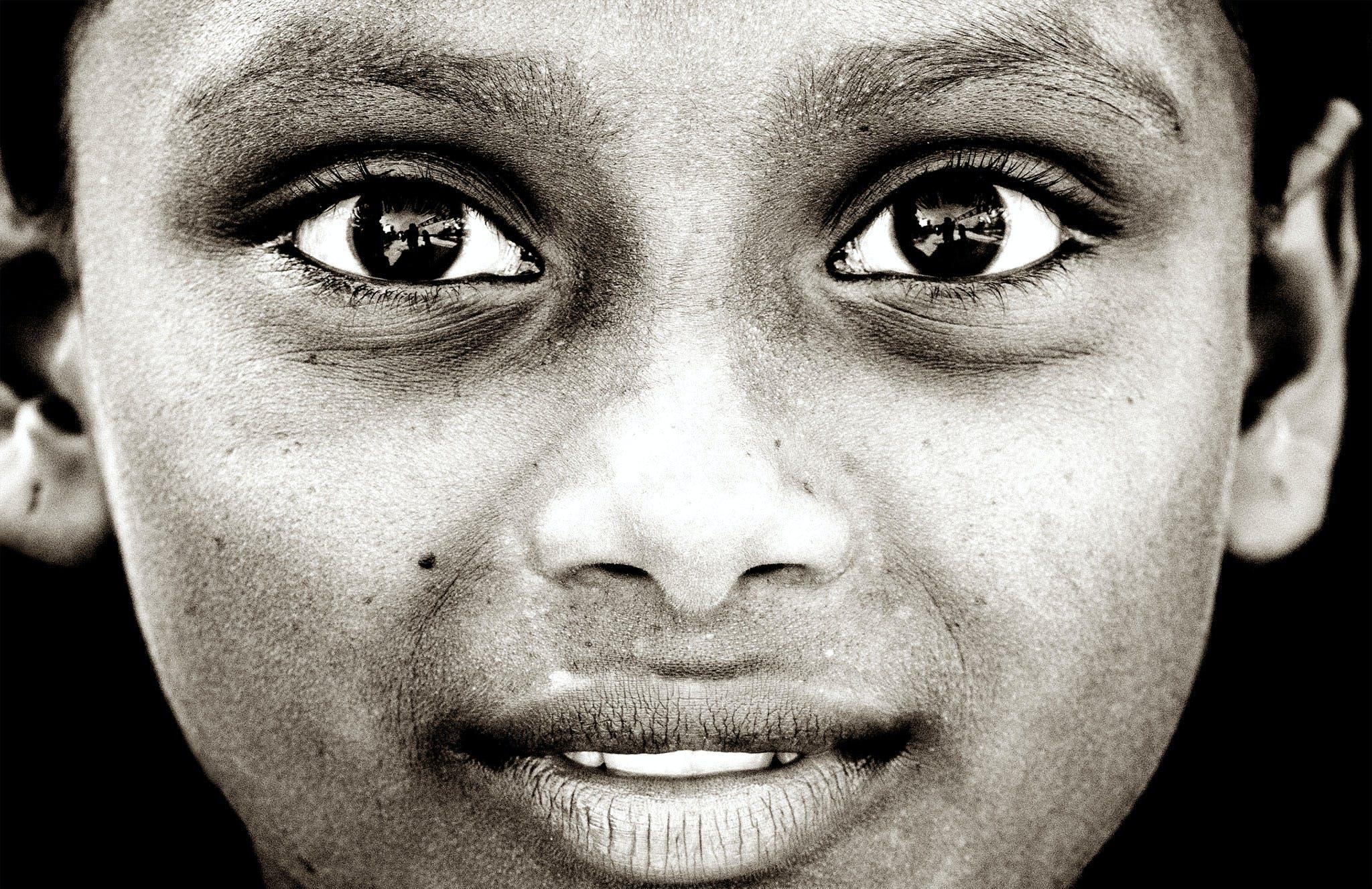 Základová fotografie zdarma na téma černobílá, dívat se, dobře vypadající, kůže