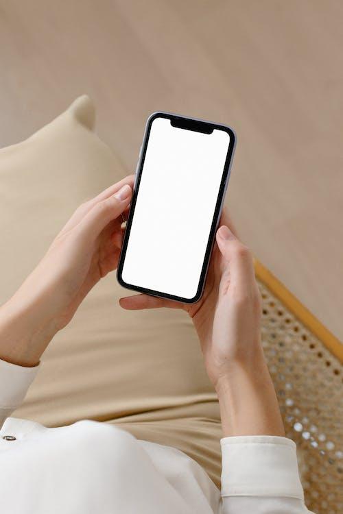 Ilmainen kuvapankkikuva tunnisteilla iphone, kädet, malli