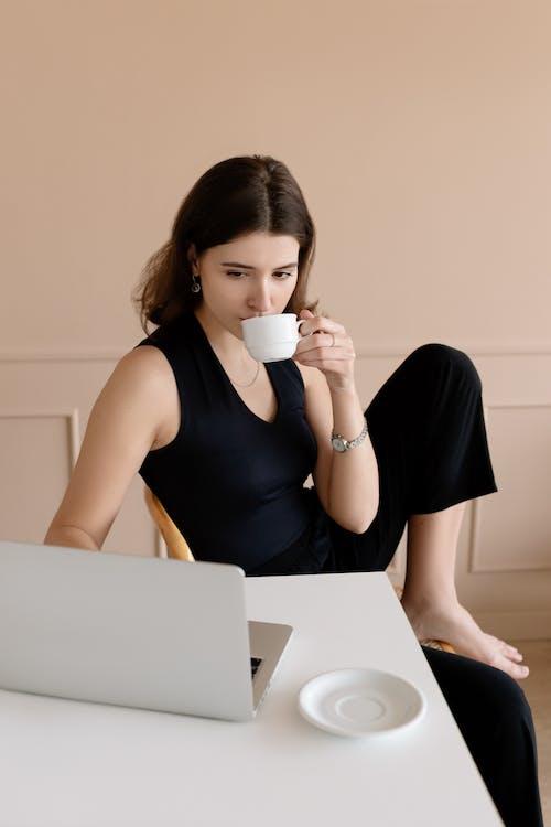 喝, 坐, 女人 的 免費圖庫相片