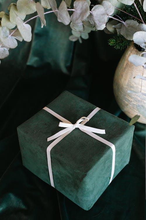 Caja De Regalo Verde Y Blanca