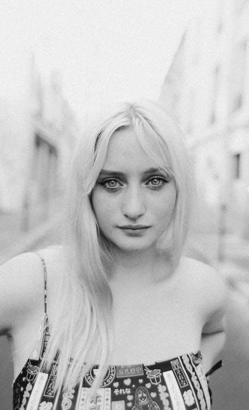 Fotobanka sbezplatnými fotkami na tému asfalt, bezstarostný, blond vlasy