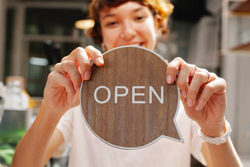 açık, açmak, arkadaş canlısı içeren Ücretsiz stok fotoğraf