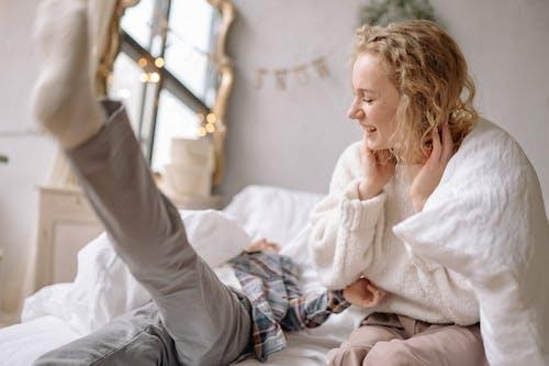 Ingyenes stockfotó ágy, beltéri, bútor, család témában