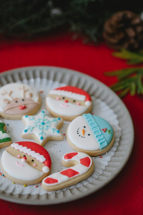 Delicious ginger cookies with decor on Christmas day
