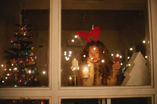 Foto d'estoc gratuïta de a casa, a través de la finestra, a través del vidre
