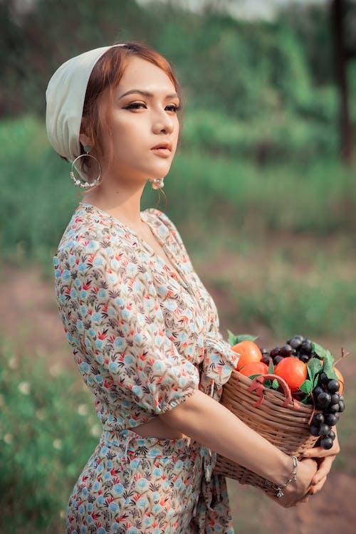 Darmowe zdjęcie z galerii z apple, chustka na głowę, dama