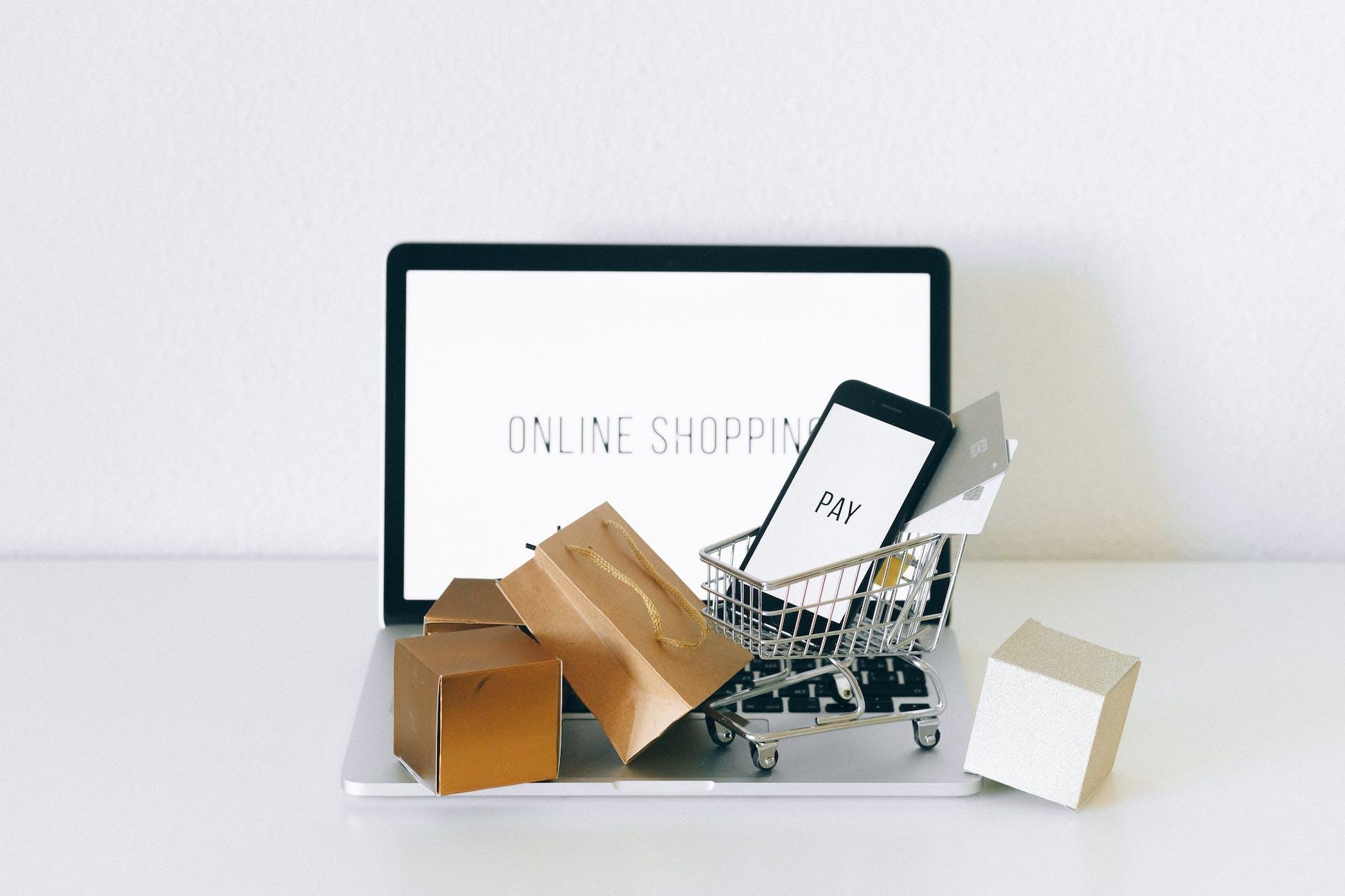 Maraknya belanja online di marketplace.