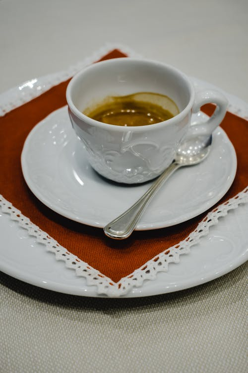 Weiße Keramik Teetasse Auf Weißer Keramik Untertasse