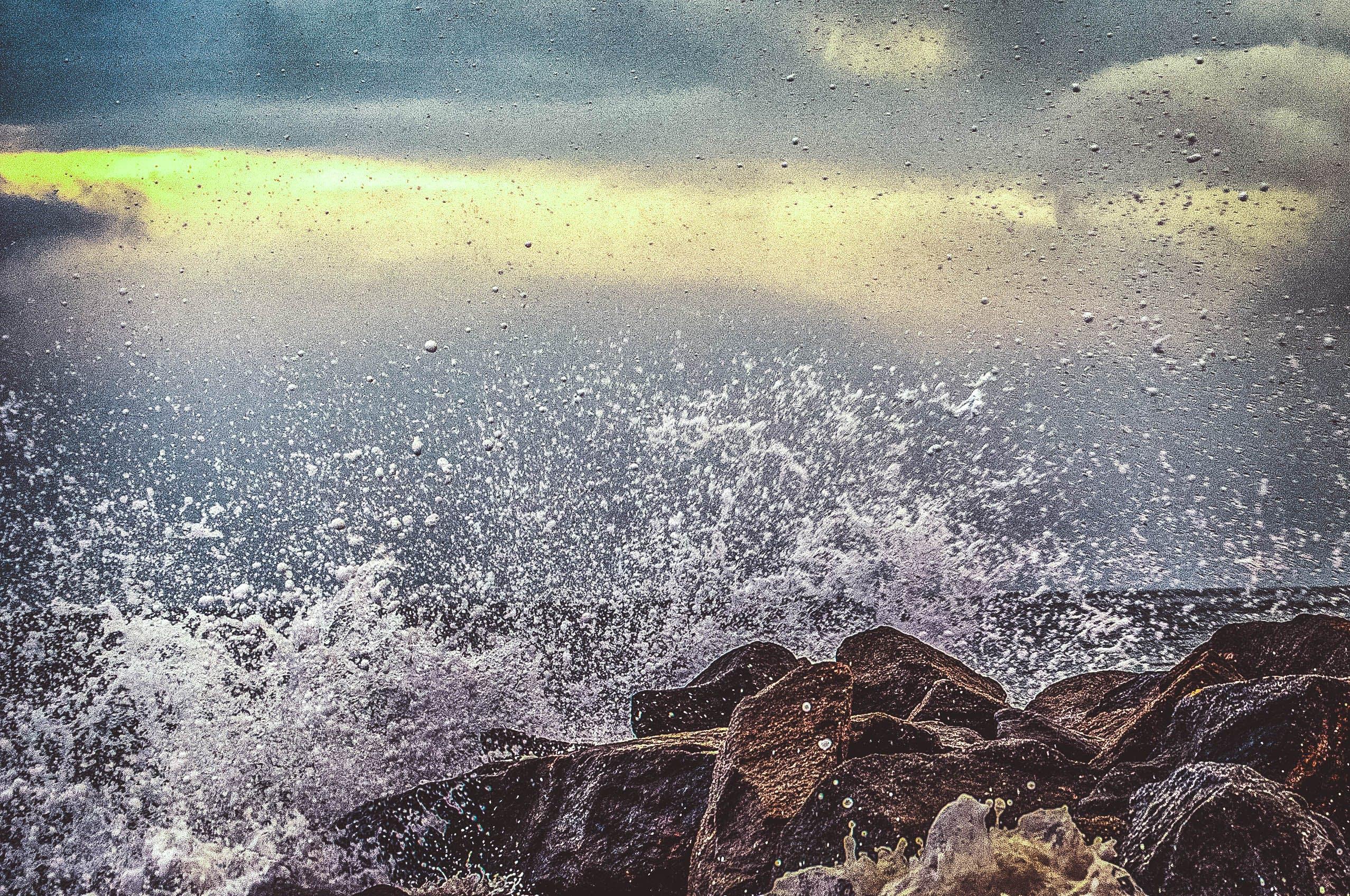 Foto stok gratis air, alam, awan, batu