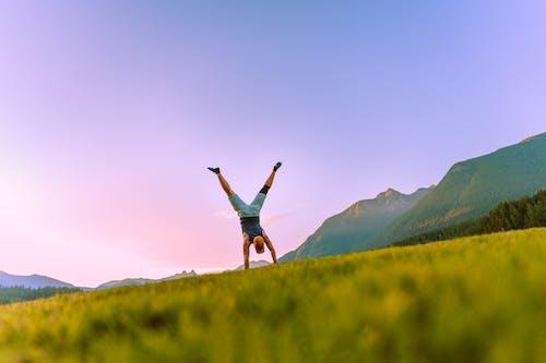 Gratis lagerfoto af bjerge, følelser, glad