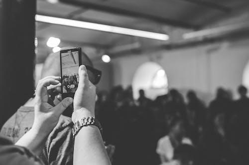 Ilmainen kuvapankkikuva tunnisteilla älypuhelin, kamera, mustavalkoinen, teknologia
