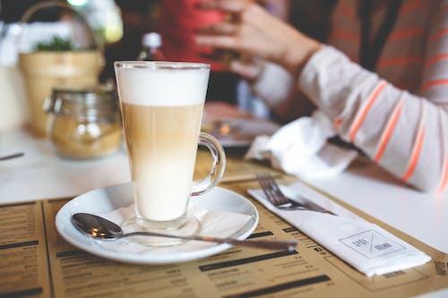 Základová fotografie zdarma na téma caffè latte, káva, lžíce, mléko