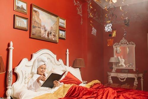 バスローブ, ベッド, ヘッドタオルの無料の写真素材