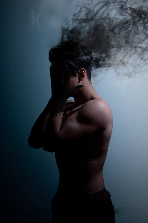 Безкоштовне стокове фото на тему «голий торс, дим, концептуальний»