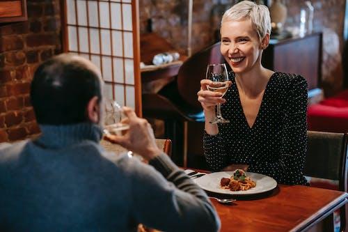 Безкоштовне стокове фото на тему «бокал, вечеря, вишукані страви»