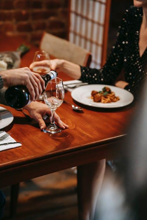 Безкоштовне стокове фото на тему «алкогольний напій, бокал, вечеря»