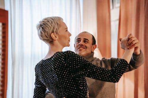 Darmowe zdjęcie z galerii z apartament, bliski, blond