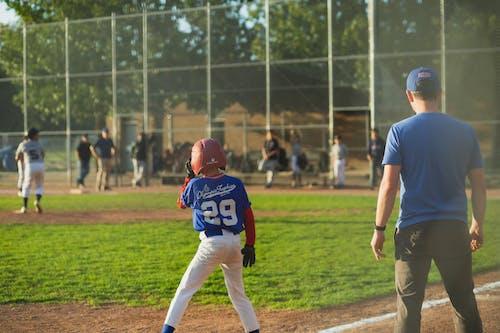 Kostenloses Stock Foto zu athlet, ball, baseball, baseballschläger