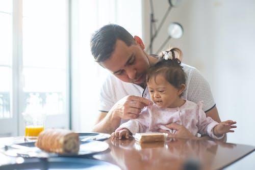 Бесплатное стоковое фото с близость, дома, дочь