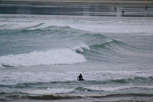 Безкоштовне стокове фото на тему «берег моря, бризкати, Буря, відпочинок»