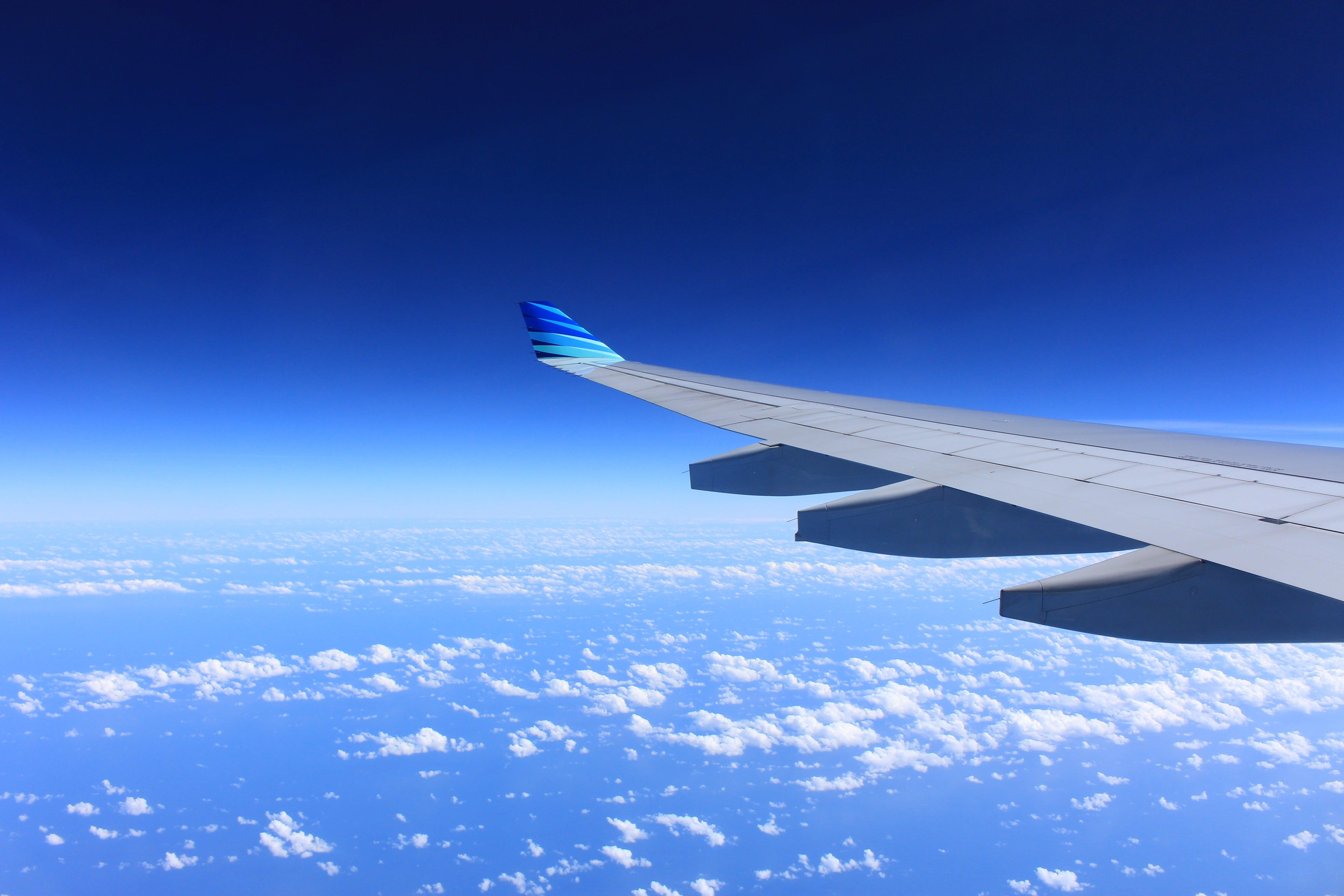 Kostenloses Stock Foto zu fliegen, flug, flugzeug, flugzeugflügel
