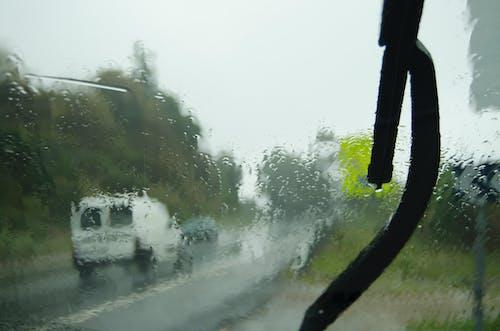Foto stok gratis hujan, lalu lintas, mobil, tetesan air