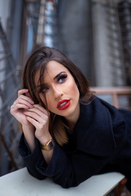 Foto profissional grátis de adulto, atraente, bonita