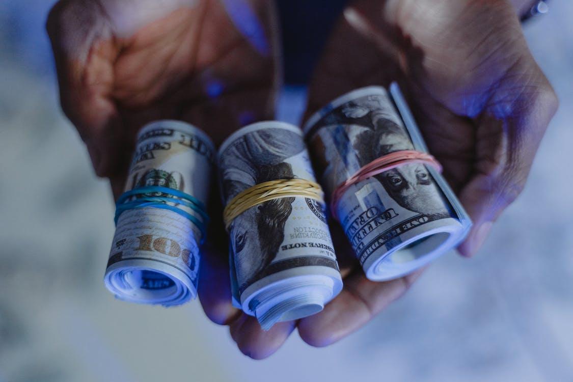 açık hava, amerikan doları, banka hesabı içeren Ücretsiz stok fotoğraf