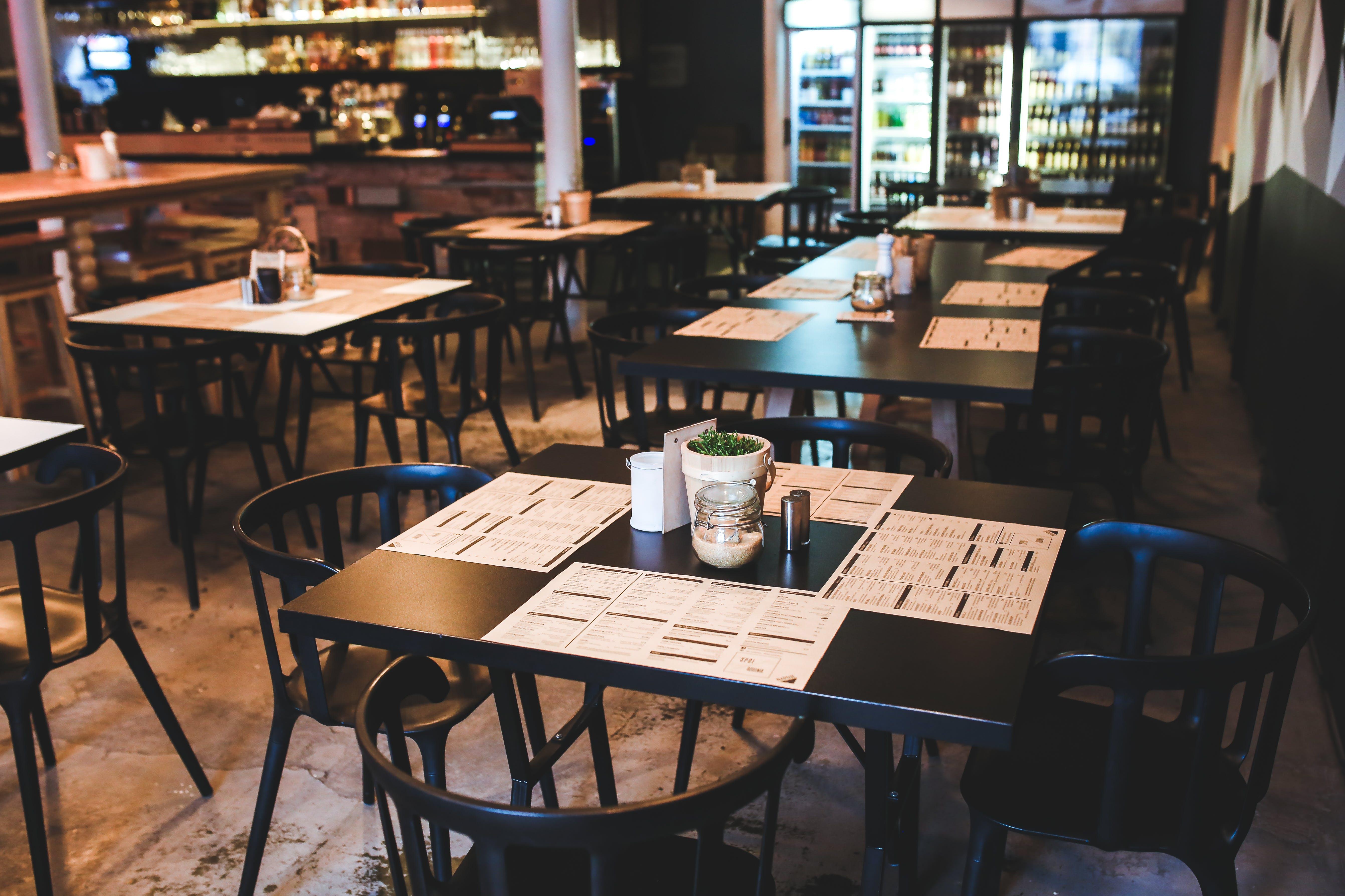 Kostenloses Stock Foto zu menü, restaurant, café, tisch