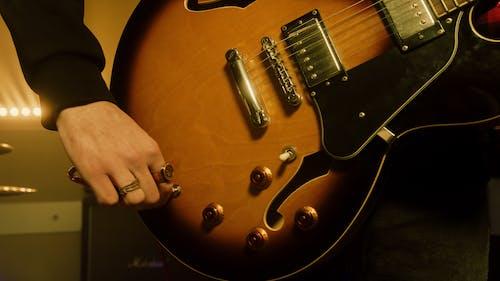 Foto stok gratis bidikan close-up, gitar elektrik, instrumen bersenar