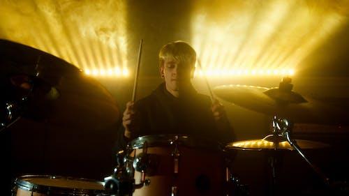 Foto stok gratis alat musik, drum, drummer