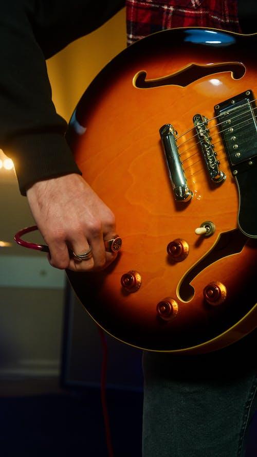 Foto stok gratis alat musik, bidikan close-up, gitar