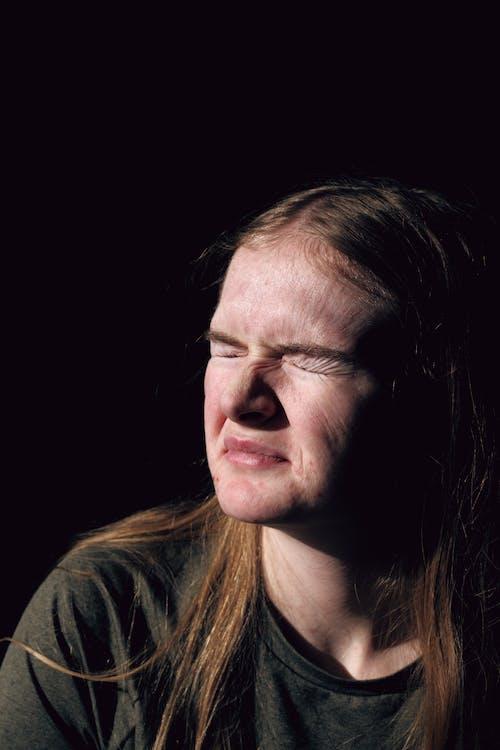 20 25 yaşındayım kadın, akne, cilt, doğal ışık içeren Ücretsiz stok fotoğraf