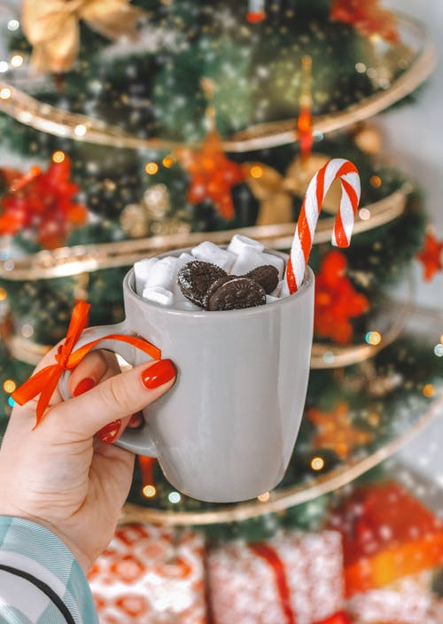 Taza De Cerámica Blanca Con Chispas De Chocolate Y Caramelo